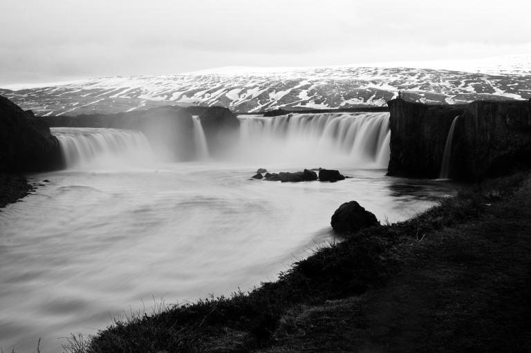 waterfall-829002_1280